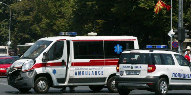 Тешко повреден малолетник во сообраќајна несреќа помеѓу мопед и автомобил