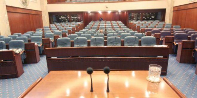 Продолжува комисиската расправа за уставните измени