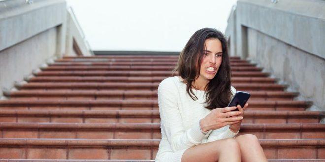 Научниците тврдат: Интелигентните жени имаат една многу ужасна навика