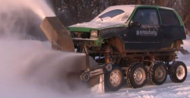Во меѓувреме во Русија: Вака се чисти снег