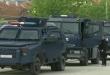 Специјалци во Косово приведуваат српски полицајци на северот на Косово, Вучиќ ја подготвува војската