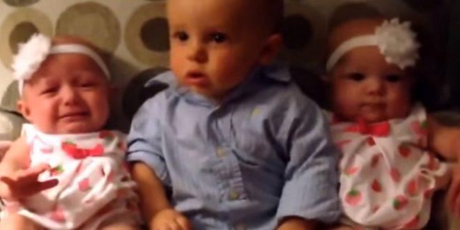 Мало момче за прв пат гледа близнаци: Неговата реакција го насмеа цел свет (ВИДЕО)