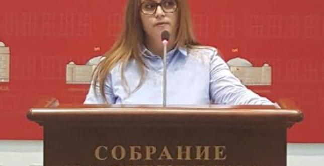 """Исмајлоска за Мицкоски: Пратениците кои ги редеше покрај ѕид, сега ги тера да потпишат за """"Северна"""""""