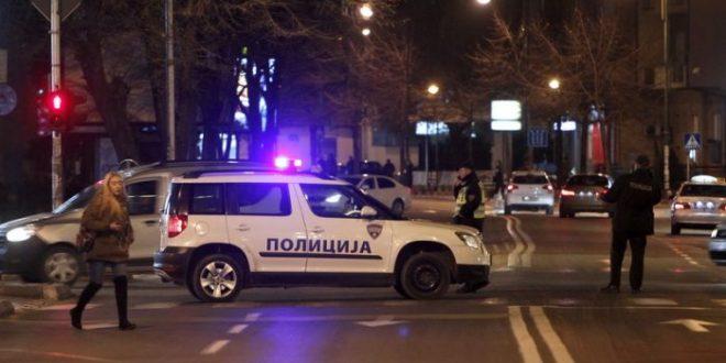 """""""Југо"""" удри во бетонска ограда и се преврте во Ѓорче Петров, тројца повредени"""