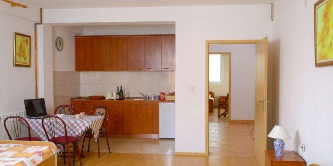 Во Охрид соба чини 2.030 евра од ноќ, во Дојран на 3.400 жители – 15.000 посетители